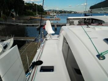 RORKULT: Katamaranen har et sportssete hvor rormannen kan sitte komfortabelt med god oversikt. Båten styres derfra via rorkult.