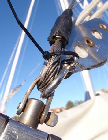 KONTROLL: Forbygging av skader er viktig under en langtur. En wire slik so denne kan få alvorlige følger om den ikke byttes i tide.