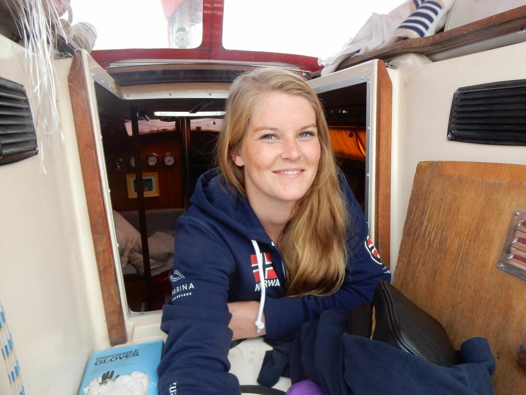 SOLO: Oda Pedersen Taule fikk besøk av Seilas før hun seilte avgårde i sommer. Da hadde hun bodd i båten siden april.