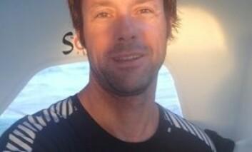 KALDERE: Thomas Coville må nå ta på klærne igjen. Temperaturen synker for hver time båten seiler sydover.