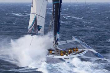REKORD: Trimaranen «Banque Populaire 5» med Loick Peyron som skipper holder rekorden rundt jorda på 45 døgn, 13 timer, 42 minutter og 53 sekunder.