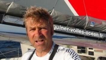 GAMBLER: Yann Eliès har holder igjen og håper på at det verste er øst for ham. Det har kostet ham over ett døgn i forhold til båtene i tet.