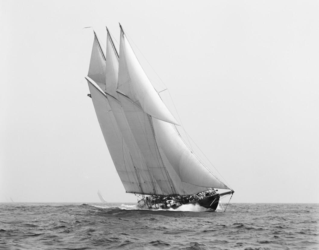RASKEST: «Atlantic» med legendariske Charles Barr som skipper brukte 12 døgn over Atlanterhavet i 1905 og satte en rekord som stod svært lenge.