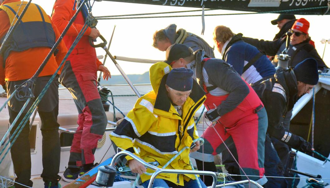 REGATTAMASKIN: «CarbonCave» er en ILC40 fra 1996. Båten har hjemmehavn på Steilene, og mannskapet trener hver uke.