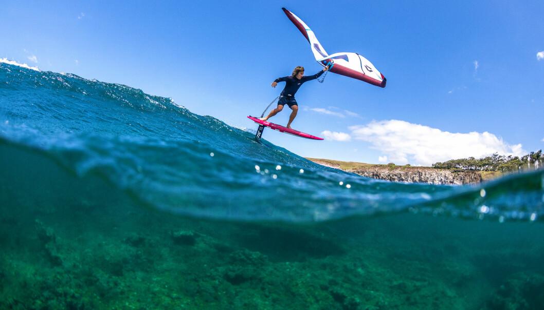 SURFING: Kiteving er brettseiling i enkleste form, Det er en blanding av kiting og vindsurfing.