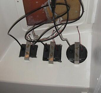 ROT: De gamle instrumentene skapte rot på badet. Hull ble tettet, og ledninger fjernet.