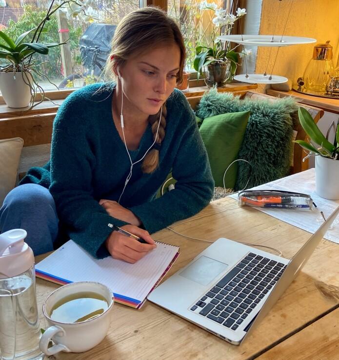 STUDENT: Line Flem Høst får pga. OL-utsettelsen bedre tid til å konsentrere seg om studiene i tiden framover.foto:
