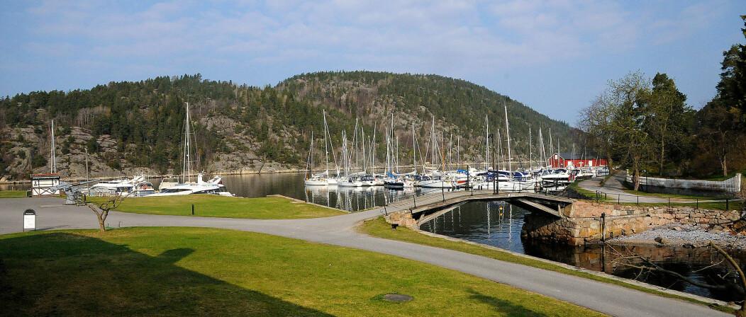 FOLKSOMT: Tett med båter på Oscarsborg i påsken 2011.