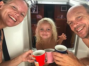 FAMILIA: Ingrid , Karen og Jon Petter Li Slungaard Myklebust klare for å seile nordover.
