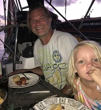 Warren fra San Fransisco i USA seiler med S/Y Eliana. Panamakanalen ble stengt for båter <65m i mars, så enn så lenge er han «på feil side» av Nord-Amerika. Det vanker middag og framtidsdiskusjoner hjemme på Vilja.
