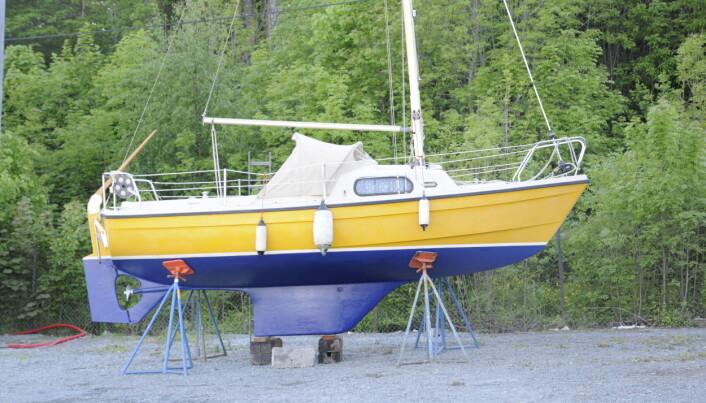 KJØL: Marieholm 20 stikker bare 90 centimeter og har en semilang kjøl. Motoren har rett aksel.