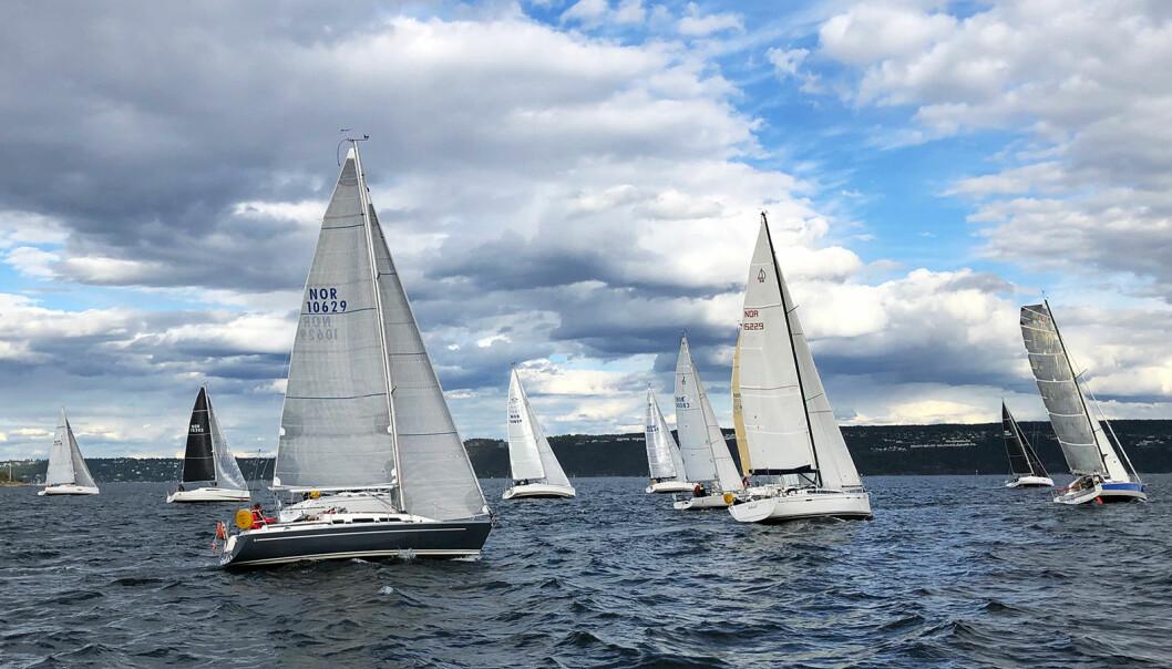 20 BÅTER: Så mange som 20 båter i en og samme start har det aldr i vært i SeaSea Doublehanded før.