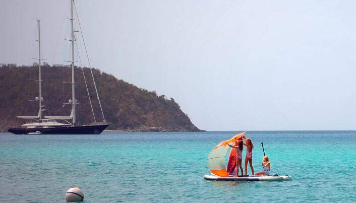 Stolte seilbåter kommer i ulike størrelser og design, det vitner dette bildet om! Glimt fra seilerbarnas regatta, ett av mange morsomme initiativ blant seilerne som vi har vært koronafaste sammen med her på Jomfruøyene.