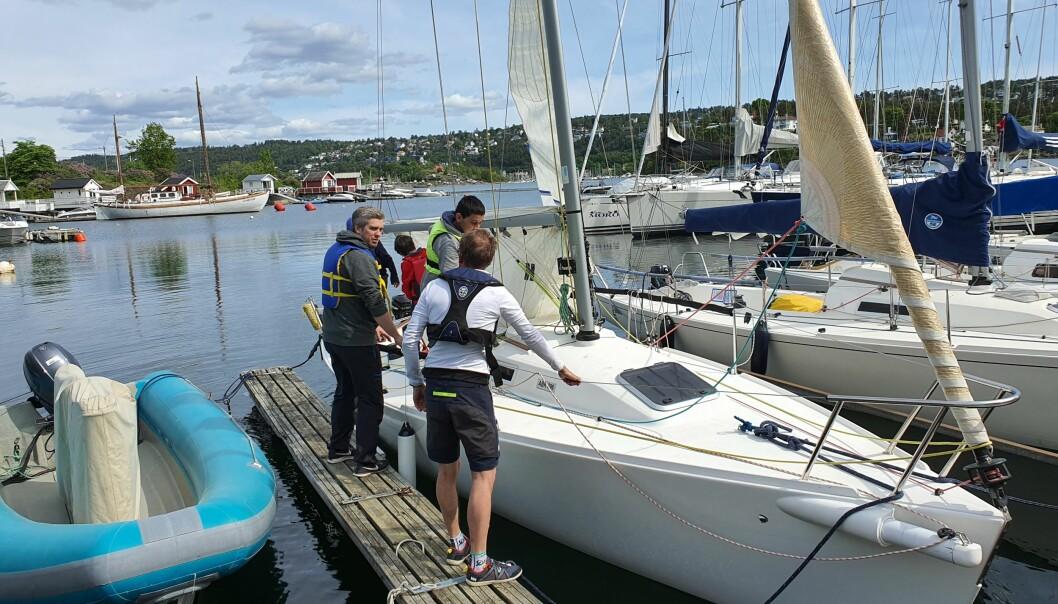 BUNDEFJORDEN: Medlemmer av foreningen stilte som skipper og med båt for å gi barna en opplevelse med seilbåt.