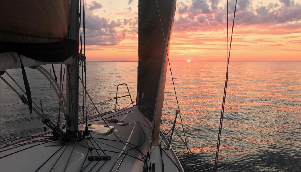 OPPLEVELSER: Selv om man ligger bak i feltet er fordelingen av flotte naturopplevelser lik til alle deltagerne i Rustad Sails TwoStar.