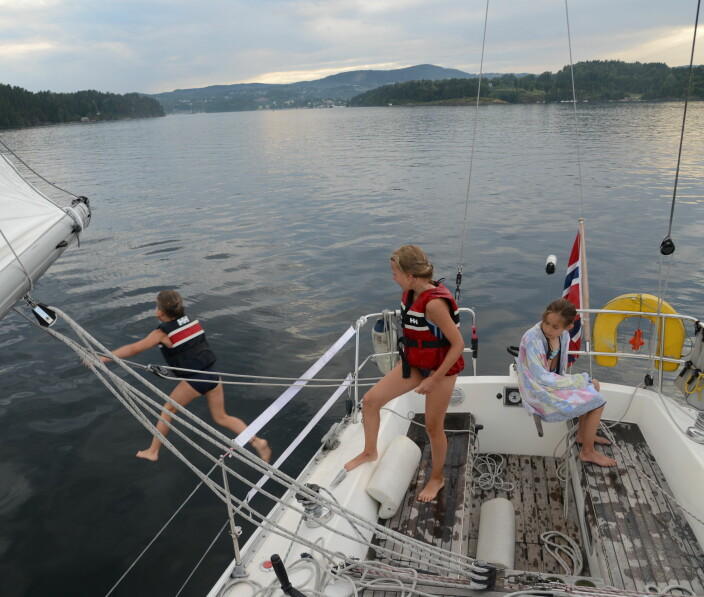 FLYTER: Båten er det sikreste flytemiddelet. Det gjelder å ha en løsning som gjør det enkelt å komme om bord igjen. m