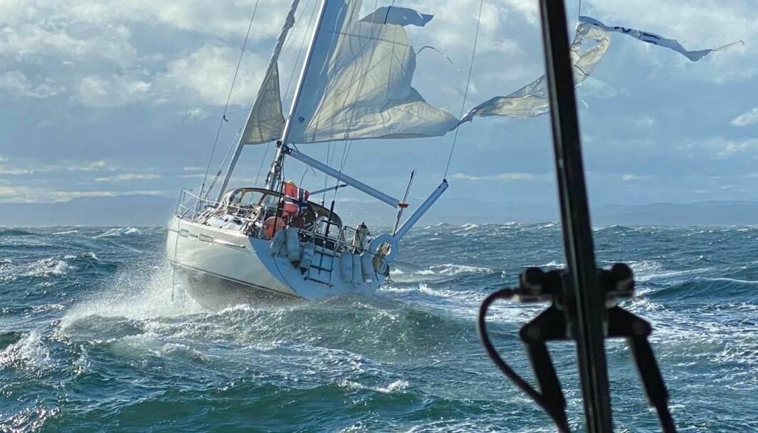 Med vindkast på over 20 m/s ble en Bostrøm 37 reddet av Redninsgselskapet søndag 5. juli