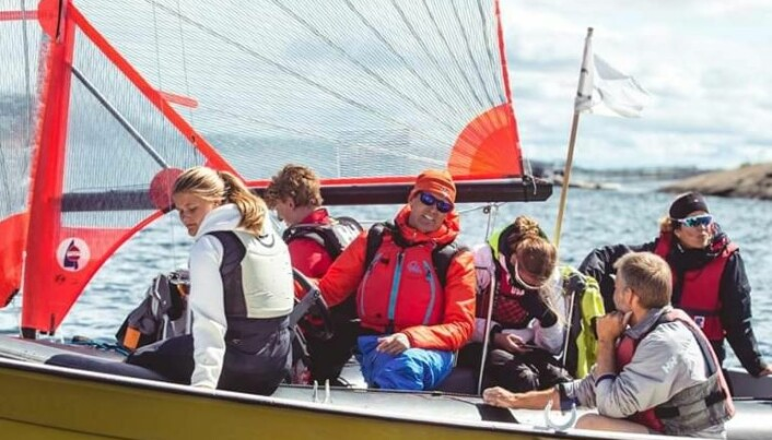 Ole Petter Pollen sammen med glade seilere