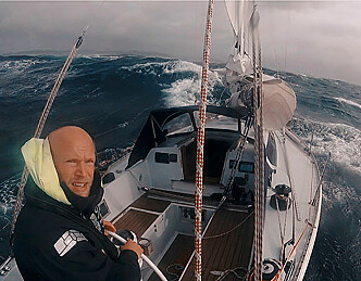 Under seil til Grønland alene