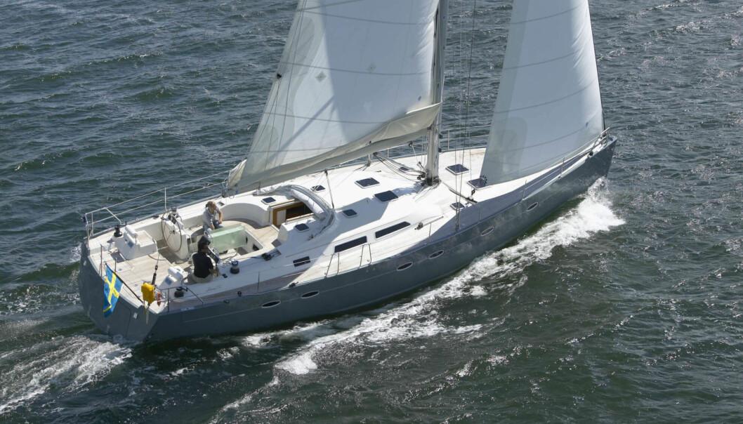 MODERNE: Hanse 531 har et høyt fribord som gir mye volum under dekk. Selvslående fokk gjør seilingen enkel.