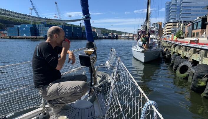 De siste dagene i St. John's delte Vilja karantenenabolag med den amerikanske seilbåten «S/Y Panda». Mang en kaffekopp ble delt baug-til-baug.