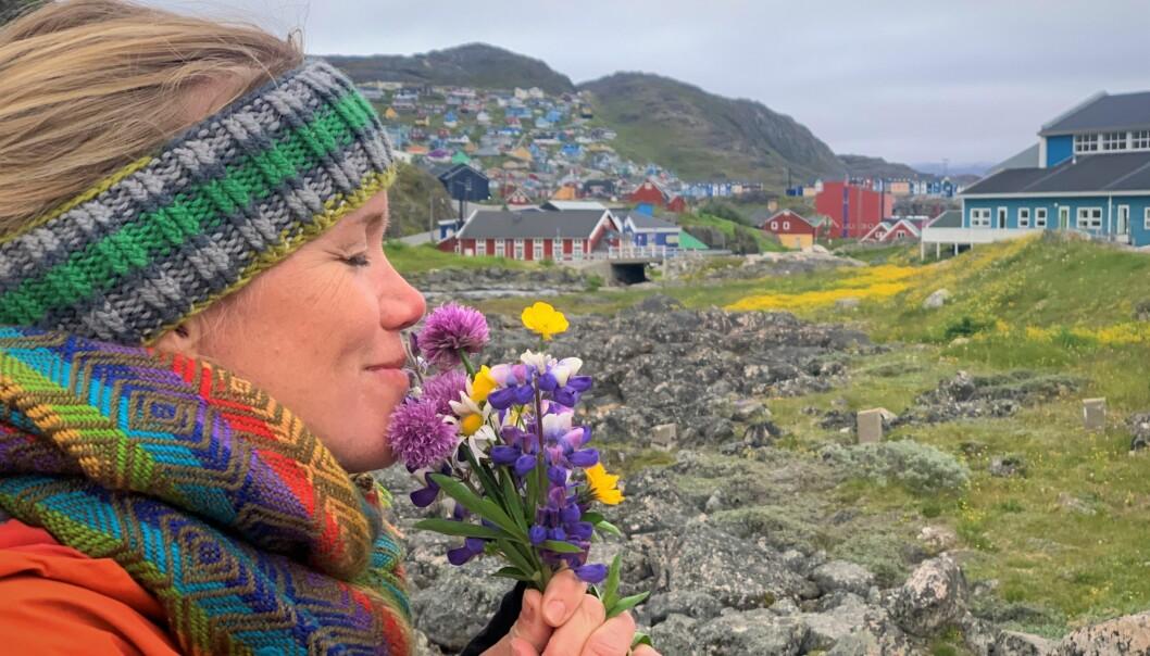 Ingrid nyter duften av land i Grønland etter 28 døgn om bord på Vilja.