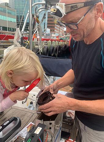 Feilsøking kan være detektivarbeid. Etter tre dagers iherdig innsats, grublerier og god støtte fra eksperter i Sunwind Gylling hjemme i Norge kunne familien endelig nyte etterlengtet varmluft fra dieselvarmeren om bord på Vilja.