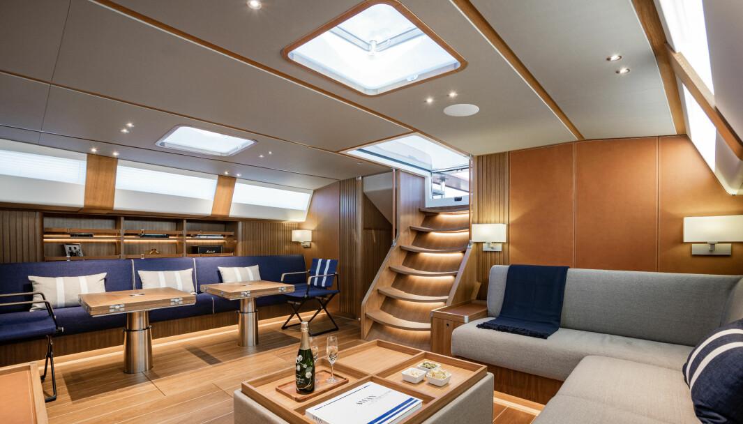 SALONG: Godt med plass i båtens salong