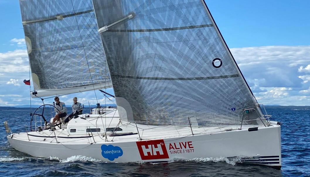 TIL TOPPS: Anette Melsom Myhre har gjort vei i vellinga i shorthanded-miljøet i år, og er nå best av de kvinnelige seilerne.