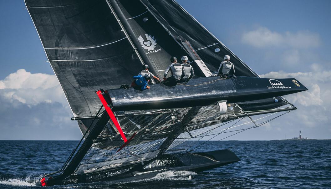 RISIKO: Det er ikke helt ufarlig å seile en GC 32 som er god for hastigheter godt over 30 knop.