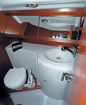 rangt. Toalettet er trangt med lite rom til å snu seg og ingen utluftning.