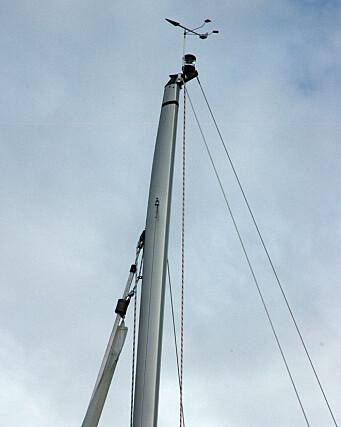 RIGG: Masten er avtrappet i toppen som sparer litt vekt, men koster.