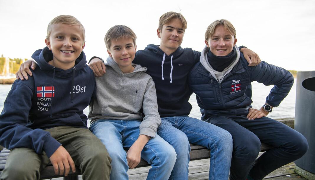 2020: Emil Forslund (til høyre) ble norgesmester i både 29er og shorthandedseiling i år. Broren Philip (til venstre) og Vetle Støen ble nummer en og to på norgescup-rankingen i Optimist, og Balder Støen ble norgesmester og NCvinner i 29er sammen med Emil.
