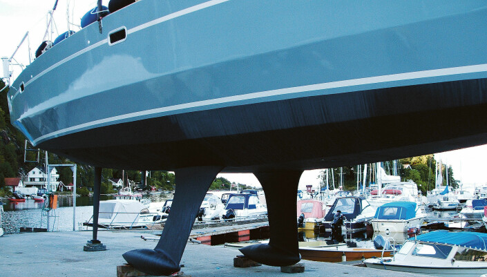 BEN Å STÅ PÅ: RM 1200 har to kjøler. Om du seiler i farvann med stor tidevannsforskjell, plasserer du enkelt båten på bunnen.