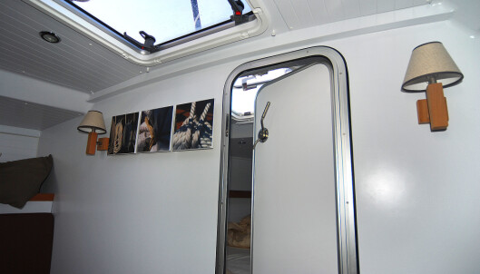 VANNTETT: Skottet til forpiggen kan lukkes med dør som minner om en fra u-båt. Det gjør skottet vanntett.