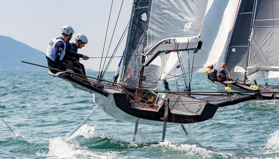 PERSICO 69F: I denne foilende enskrogsbåten skal et lag fra Sandefjord delta i Youth Sailing World Cup.