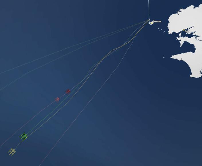 POSISJON: Kartet viser båtenes posisjon, brun og grønn, mot rekordholderen «Idec» på samme tidspunkt.