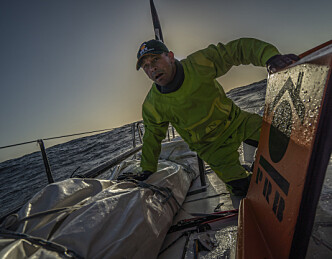 Kevin Escoffier i redningsflåten