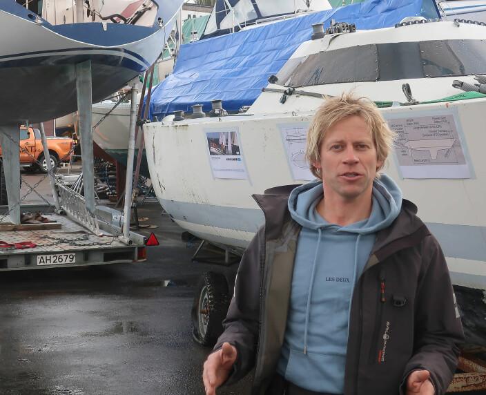 ENTUSIAST: Martin Kamperhaug foran «Så vidt» og «Fram IIX», begge konstruert av Eivind Amble.