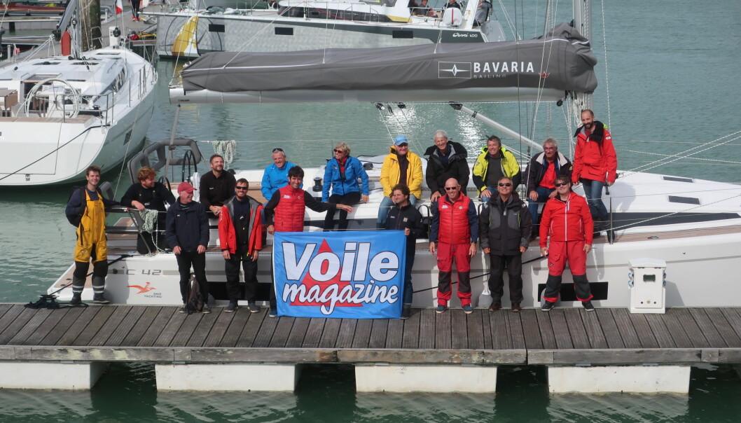 VINNER: Fransk testmannskap om bord i vinnerbåten fra Tyskland.