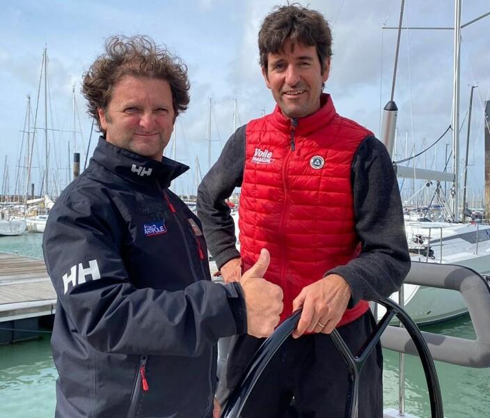 TESTERE: Vendee Globe-seileren Arnaud Boissieres og redaktør François-Xavier de Crécy om bord i vinneren.