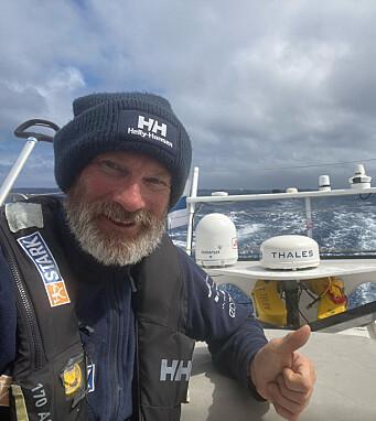 FINNE: Første mann fra Norden, Ari Huusela, holder humøret oppe.