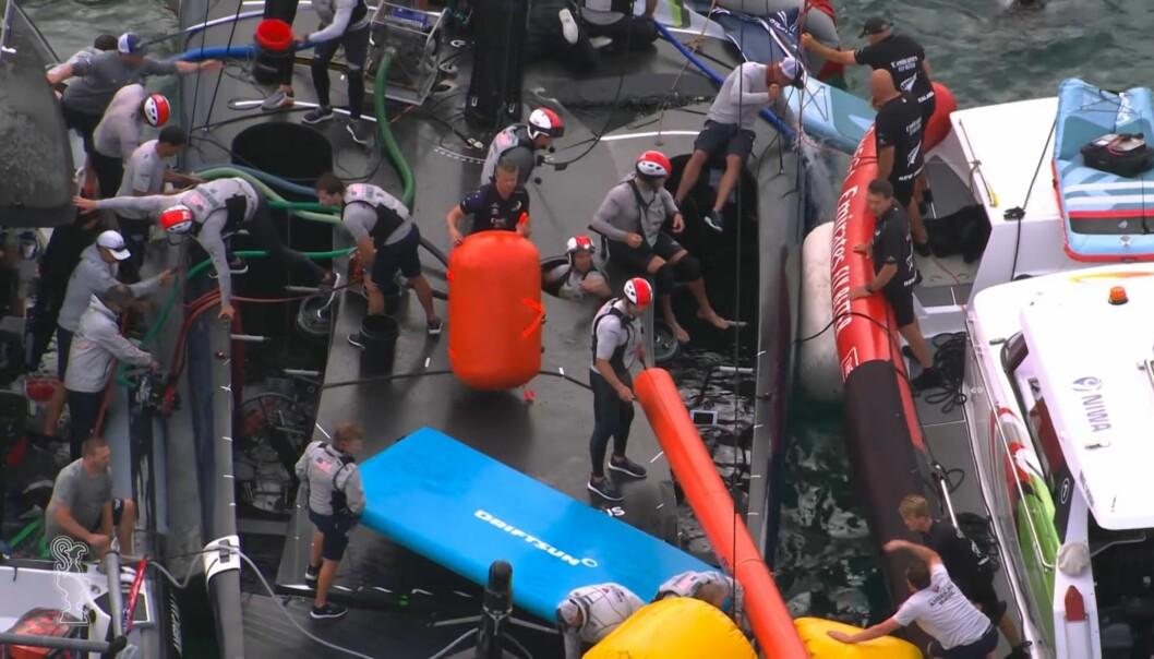 HJELP: Innsatsen fra brannvesen og andre lag var enorm, og bidro til at båten ble reddet.