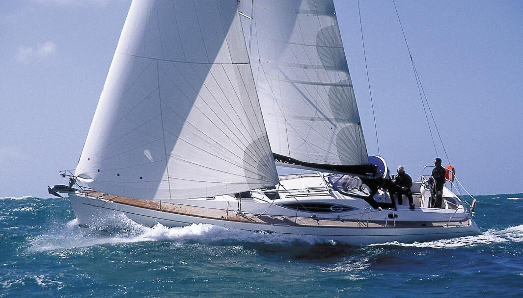 SEIL: Feeling er en typisk turseiler. Genuan er den store motoren. Testbåten er utstyrt med dacronseil.