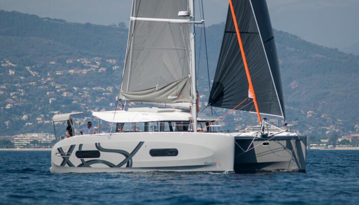 TO SKROG: Excess 11 er første helt nye båt fra det ferske Beneteau-merket. De to første modellene hadde skrog arvet fra Lagoon. Excess 11 har fått god mottagelse og er en av få moderne katamaraner under 40 fot.
