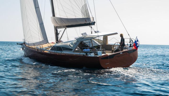 NYE IDÉER: Pegasus 50 er en ny båt fra et nytt slovensk verft. Initiativtakerne har erfaringer fra Shipman, men denne modellen er utviklet for langtur og bruker bilde fra Nord-Norge i sin markedsføring. Båten har ideer fra Beneteau Sense med en dyp cockpit.