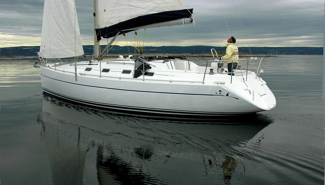 Harmony 38 er det nye lavpris alternativet. Det er en gjennomtenkt båt som fortjener en bit av det norske markedet. Men erfaring tilsier at det kan ta litt tid.