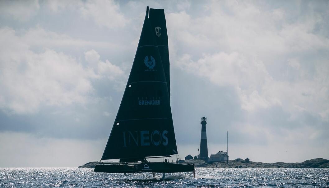 FÆRDERSEILASEN: Med fløteføre tror Alexander Ringstad de vil kunne klare å unnagjøre seilasen på drøye tre timer i GC 32-en Xela Racing.