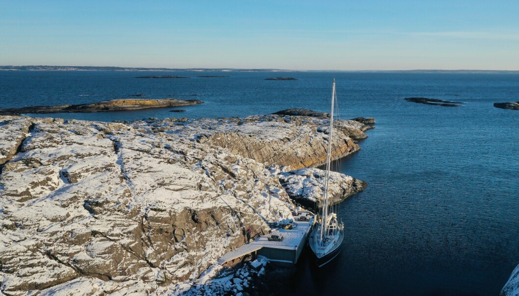 KONTORET: Det er ikke vanskelig å finne din egen øy når du vinterseiler på jakt etter en øy med god mobildekning. Her ligger vi på Søndre Missingen.