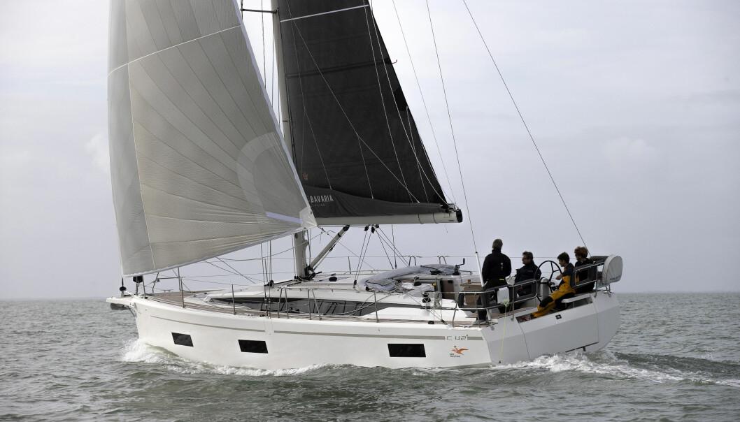 MODERNE: Bavaria har fått en nytt uttrykk. Båtens seilegenskaper overrasker.